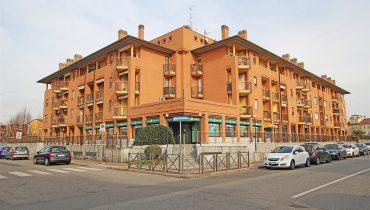 Negozio con 11 vetrine a Novara